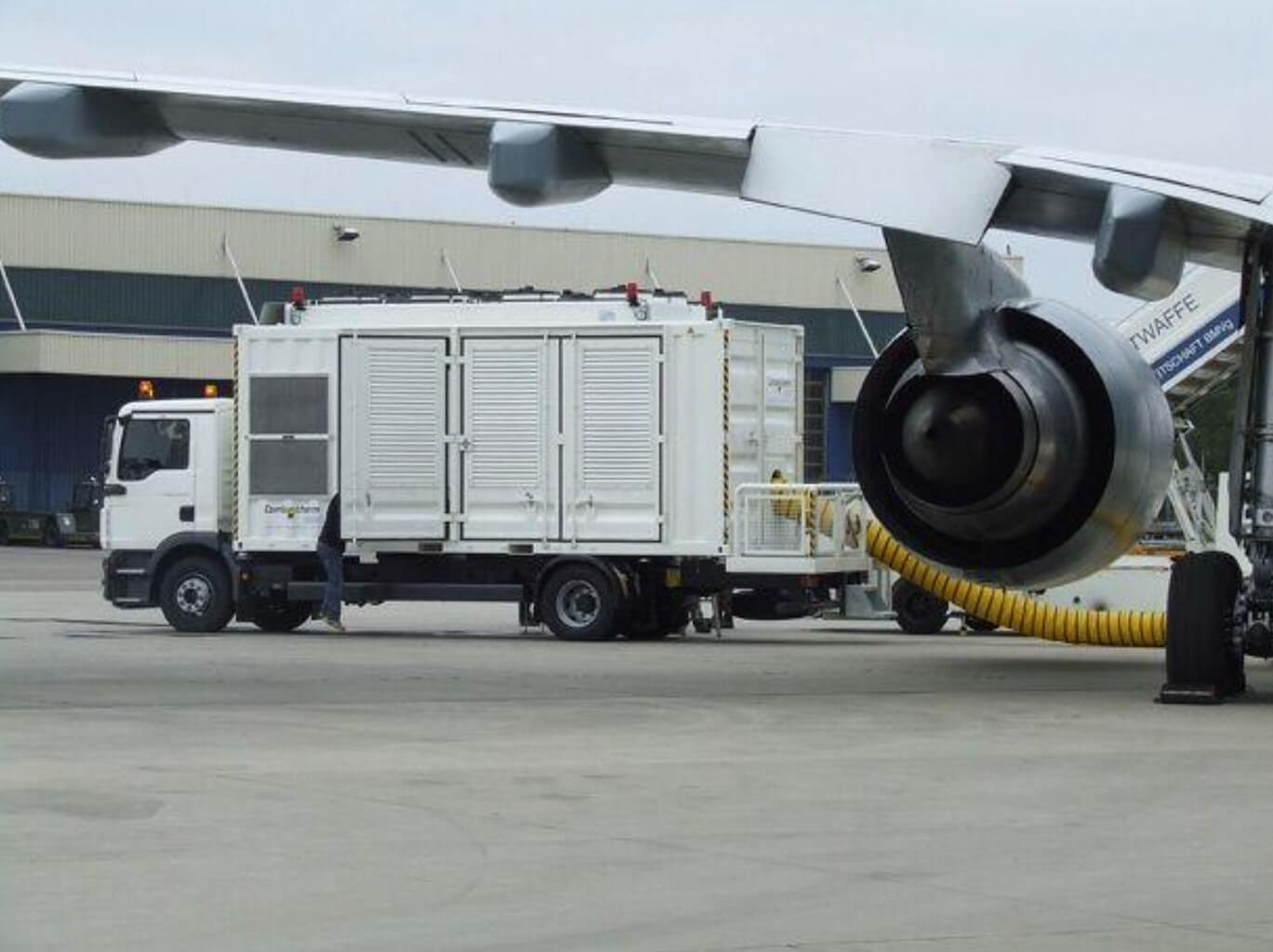 An industrial mobile power solution BES system refueling an airplane